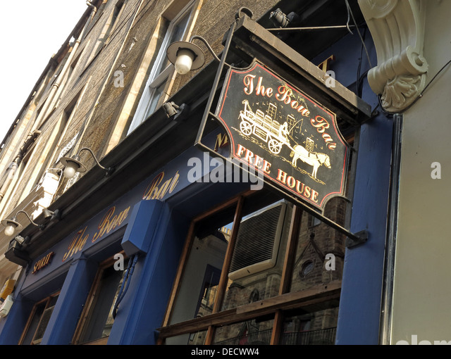 The Bow Bar exterior, Victoria Street, Edinburgh, Scotland, UK - Stock Image