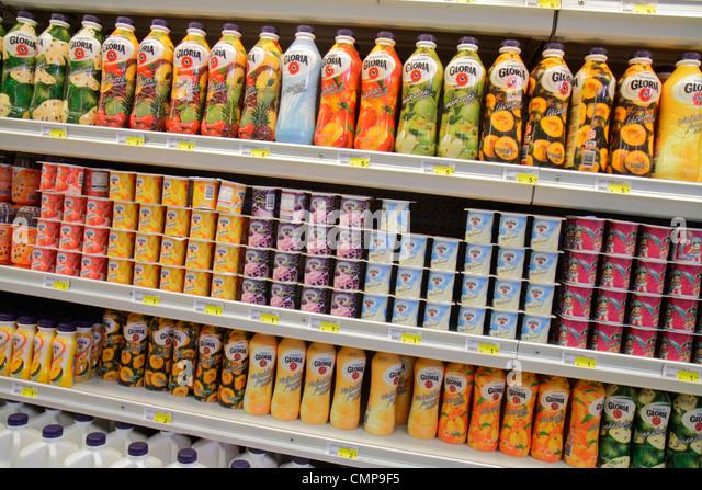 Lima Peru Santa Ana Avenida Canaval y Moreyra Metro grocery store supermarket business shopping chain shelf shelves - Stock Image