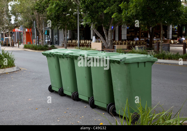 Wheelie bins recycling bins stock photos wheelie bins recycling bins stock images alamy - Rd rubbish bin ...