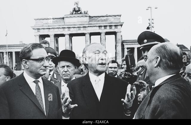 West German Chancellor Konrad Adenauer at Brandenburg Gate, Oct. 31, 1963. Adenauer, was the first Chancellor of - Stock-Bilder