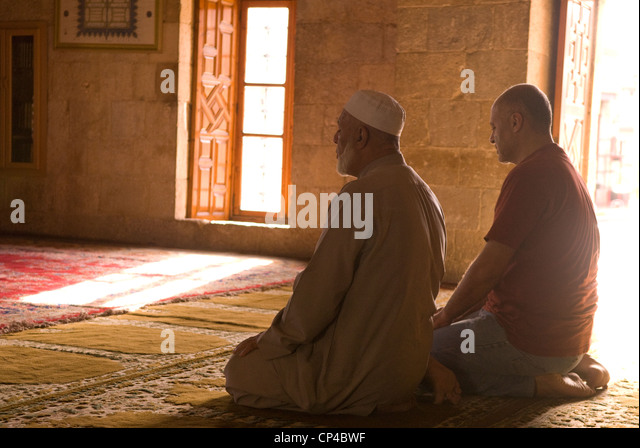 Muslims at prayer in Fakreddine's mosque in the Ottoman era town of Deir al-Qamar, Chouf Mountains, Lebanon. - Stock-Bilder
