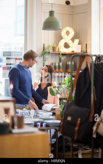 Young couple talking in store - Stock-Bilder