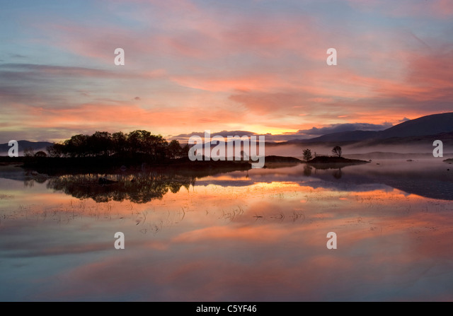 Loch Ba at dawn, Rannoch Moor, Scotland, Great Britain. - Stock-Bilder