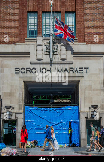 London, UK. 10th June, 2017. The market remains closed and the flag flies at half mast. But tourists still fill - Stock Image