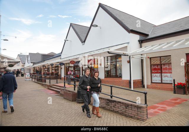 Shoppers gretna gateway outlet village glasgow gretna dumfriesshire jpg  640x446 Stock scenery gretna green outlet 49727bd21b