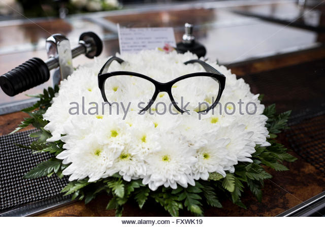 St John the Evangelist church, Shirley, Surrey, UK. 18th April 2016. Tributes at the funeral service of the comedian - Stock Image