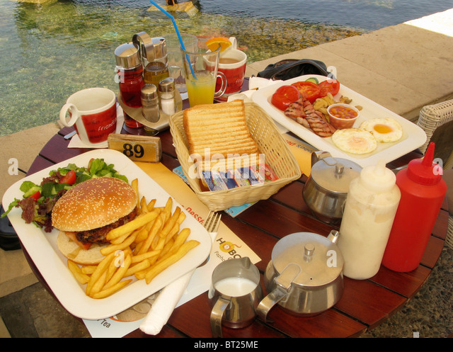 Plate eggs chips baked beans stock photos plate eggs for Table burger