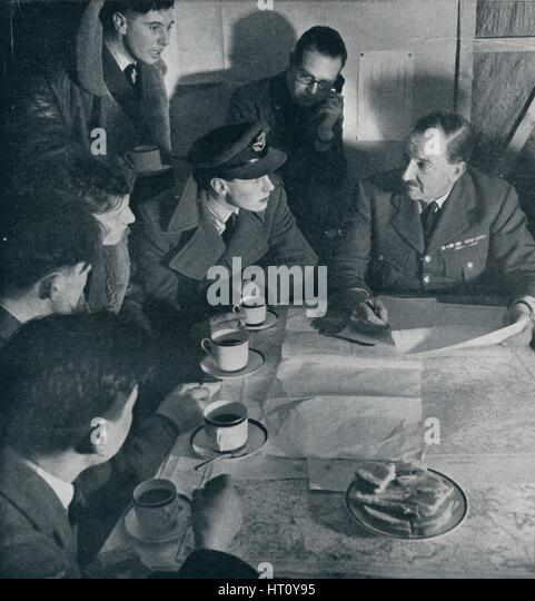 Wwii britain raid stock photos wwii britain raid stock for Bureau raid crew