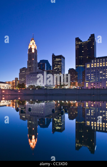 USA, Ohio, Columbus, City Skyline along Scioto River - Stock-Bilder