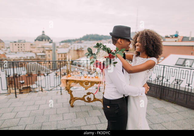 African wedding couple dances on the rooftop. Wedding day - Stock-Bilder