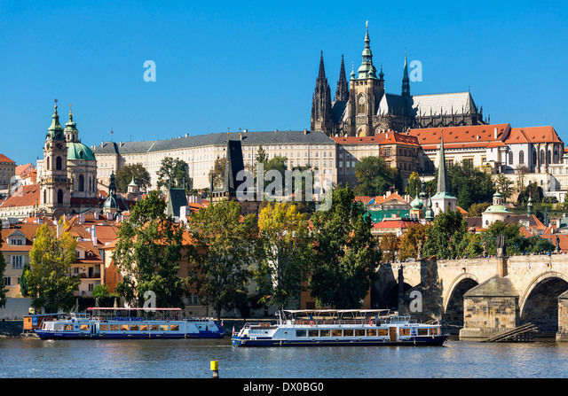 Prague, Castle and Cathedral Vltava River - Stock-Bilder
