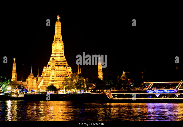 Wat Arun one of the most famous Buddist  temples in Bangkok at night - Stock Image