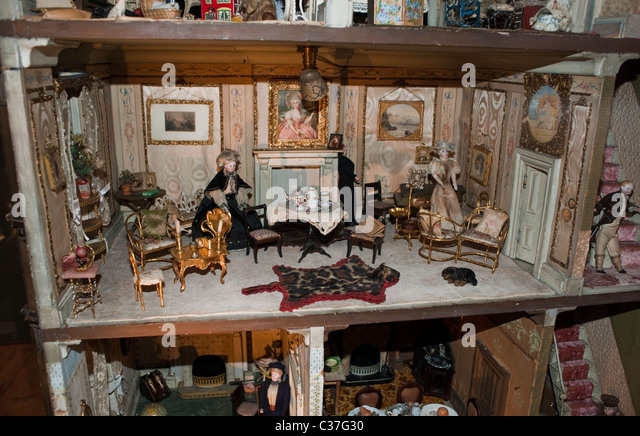 Dollhouse Exhibition And Toy: Victorian Dolls House Stock Photos & Victorian Dolls House