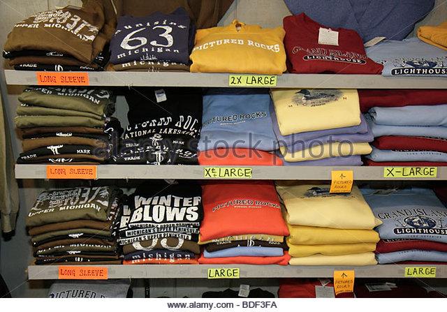 Michigan Upper Peninsula U.P. UP Lake Superior Munising Santa's Workshop shopping gifts tee-shirt t-shirt size - Stock Image