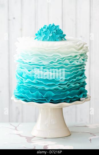 Ombre ruffle cake - Stock Image