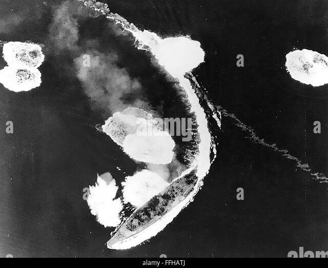 JAPANESE BATTLESHIP YAMATO under attack by the US Navy Task Force in the Seto Inland Sea  off the Japanese port - Stock Image
