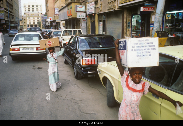 Young girls carry boxes on their heads in a street near the soukh in Riyadh Saudi Arabia - Stock Image