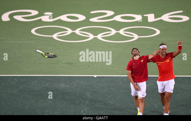Rio De Janeiro, Brazil. 12th Aug, 2016. Rafael Nadal (R) and Marc Lopez of Spain celebrate after the final of men's - Stock-Bilder