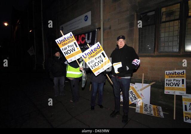 Glasgow, Scotland, UK. 3rd Dec 2013 Glasgow university, University Ave, Glasgow, Scotland, UK - Staff from UCU, - Stock Image