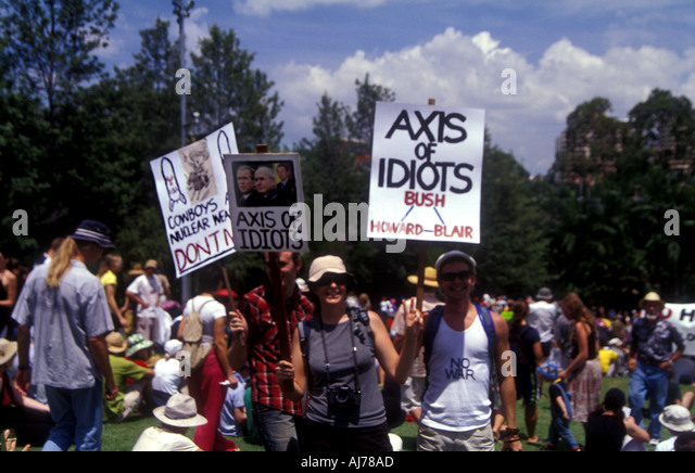 axis of idiots protest sign banner iraq invasion 2003 2409 - Stock Image