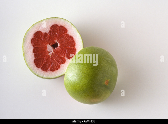 Pummelo cut in half - Stock Image