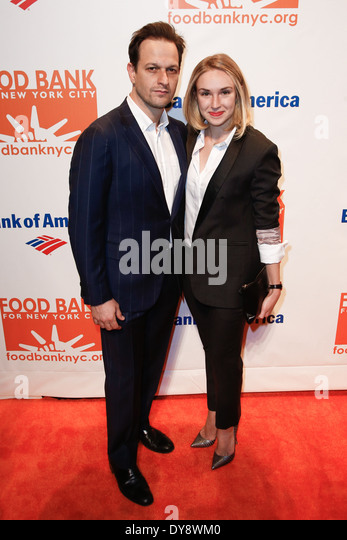 Actor Josh Charles and Sophie Flack attend the Food Bank for New York City's Can Do Awards Dinner Gala at Cipriani - Stock Image