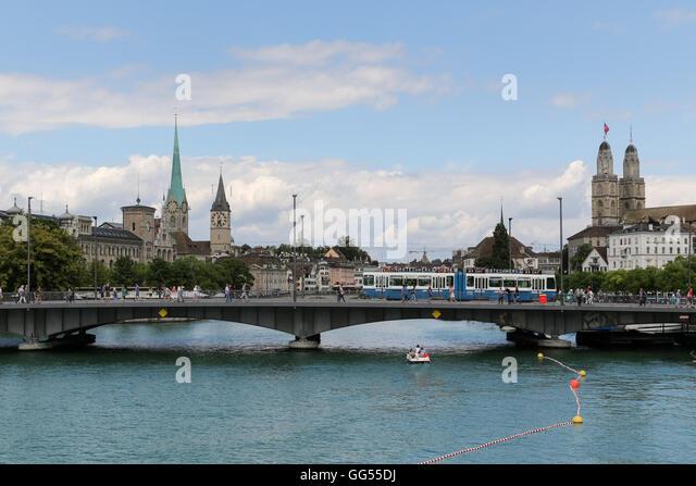 A tram makes it's way over the Quaibrücke next to Lake Zürich in Zurich, Switzerland. - Stock Image