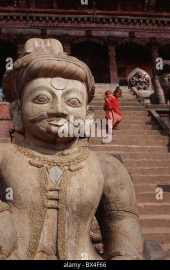 Nyatapola temple pagoda wrestler Jaya time stone stairs girls Tragetuch toddler infant brothers and sisters s - Stock Image