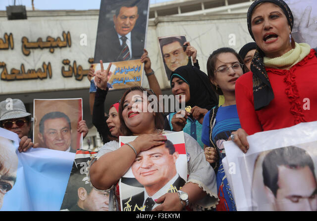 Cairo, Egypt. 6th Oct, 2015. Supporters of Egypt's former President Hosni Mubarak celebrate the 42nd anniversary - Stock Image