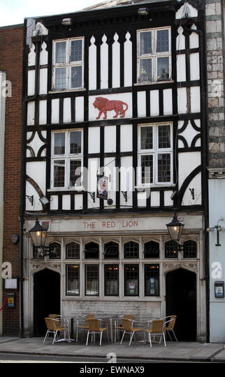 The Red Lion Pub in Southampton. One of the oldest pubs in the UK the pub dates back to 1148, and said to be haunted - Stock Image