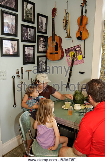Indiana Chesterton Millwright's Daughter Cafe man woman boy girl family table dining restaurant food coffee - Stock Image