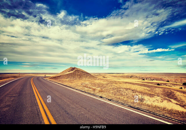 Vintage stylized empty road, travel concept, USA. - Stock-Bilder