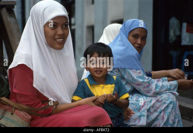 Malaysia Kuala Lumpur Muslim women mother child boy head cover - Stock Image