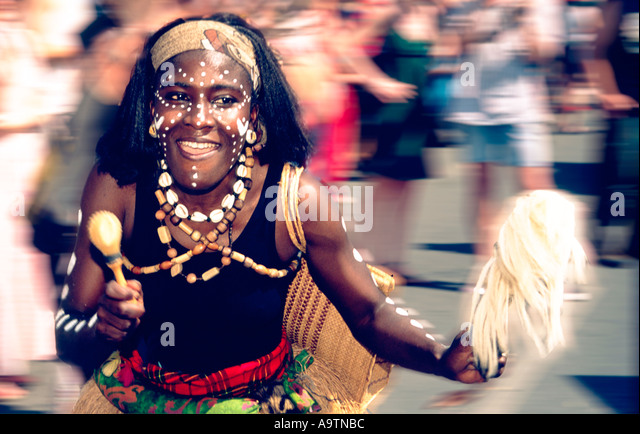 Karneval der Kulturem carnival of cultures brasilian dancer - Stock-Bilder