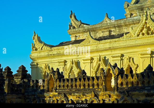 Mahar Aung Mye Bon San Monastery, INNWA, - Stock-Bilder