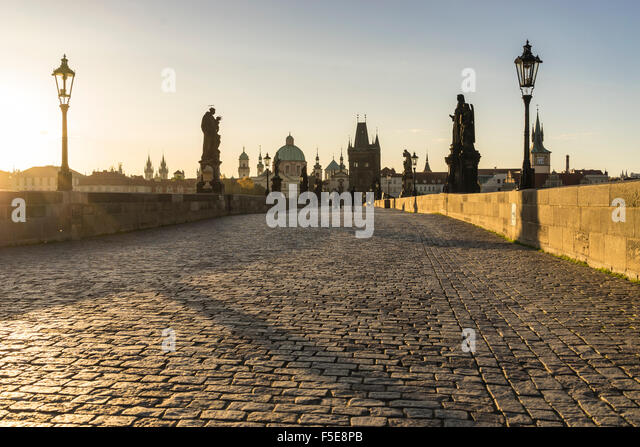 Sunrise on Charles Bridge, UNESCO World Heritage Site, Prague, Czech Republic, Europe - Stock-Bilder