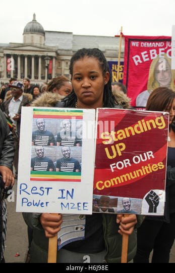 London, UK. 29th October, 2016. A relative of Mzee Mohamed hold placards ahead of the annual United Families and - Stock Image