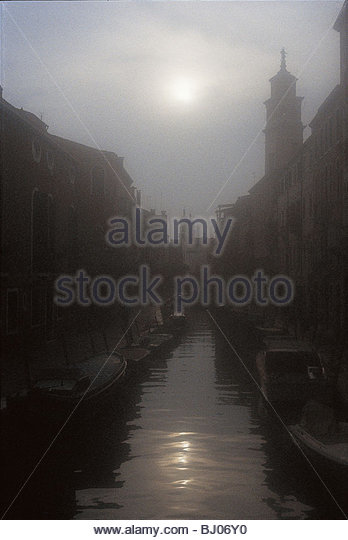 View from a bridge crossing the Rio di San Barnaba, Dorsoduro, Venice, Italy - Stock-Bilder