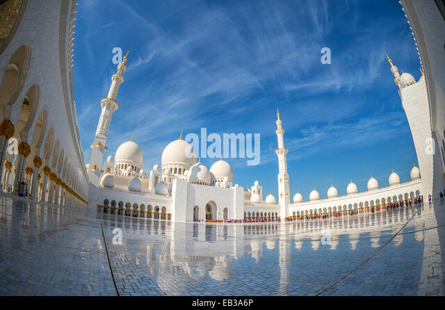 United Arab Emirates, Abu Dhabi, Sheikh Zayed Grand Mosque, Low angle view of courtyard - Stock Image