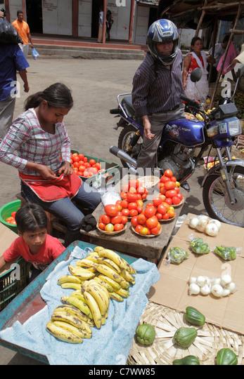 Managua Nicaragua Mercado Roberto Huembes market marketplace shopping vendor sidewalk fresh produce tomatoes bananas - Stock Image