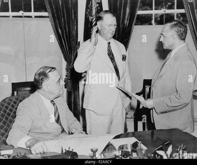 Supreme Court Justice Felix Frankfurter administers oath of office to Secretary of Navy, Col. Frank Knox. As World - Stock-Bilder