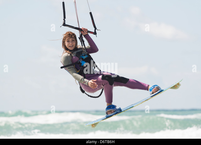 Woman kitesurfing. Tarifa, Costa de la Luz, Cadiz, Andalusia, Spain, Europe. - Stock-Bilder