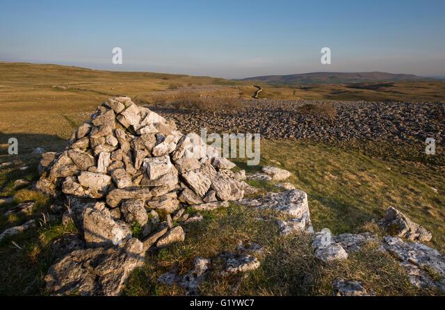 Rolling hills blue sky sun stock photos rolling hills for Landscape rock upland ca