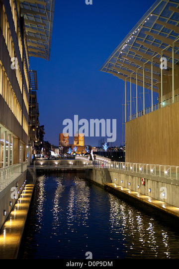 Oslo's city hall seen from the Astrup Fearnley Museet at Tjuvholmen. - Stock Image