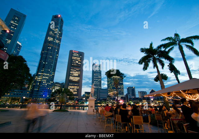 Skyline of Singapore  Raffles Statue street cafe South East Asia twilight Singapur - Stock Image