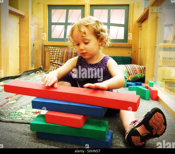 Preschooler building with blocks - Stock Image