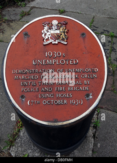 Red plaque commemorating 1930s unemployed in Ardwick Manchester . Demonstration of unemployed marched from Ardwick - Stock Image