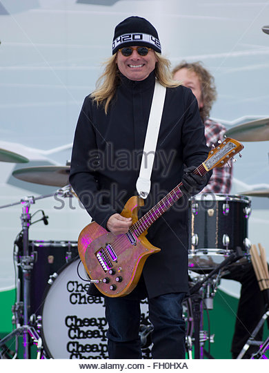 Cheap Trick Stock Photos Amp Cheap Trick Stock Images Alamy
