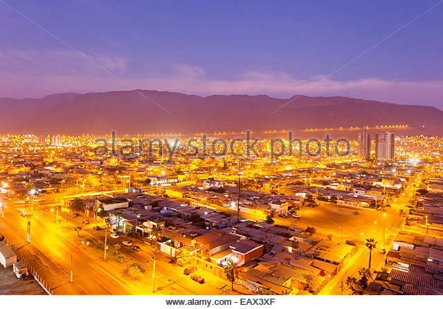 City lights illuminate Iquique at dusk. - Stock-Bilder