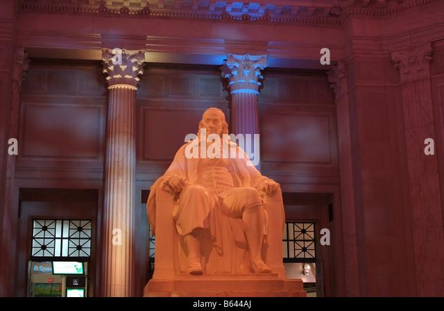 Philadelphia PA Franklin Institute science museum statue of Ben Franklin in rotunda - Stock Image